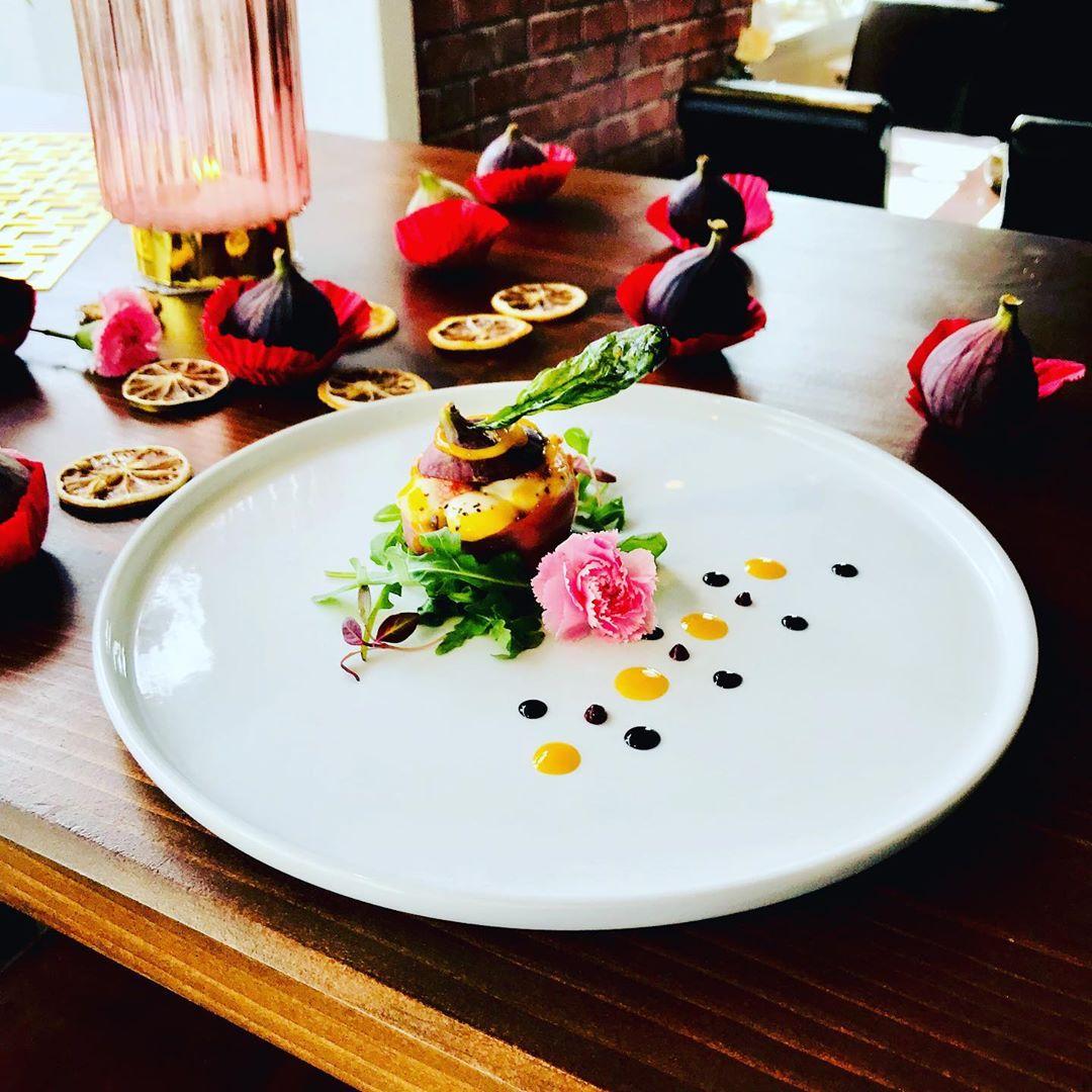 Stuffed fig. chefchauen chefdecuisine duck_house cheffrances chess chefsworld chefplating …