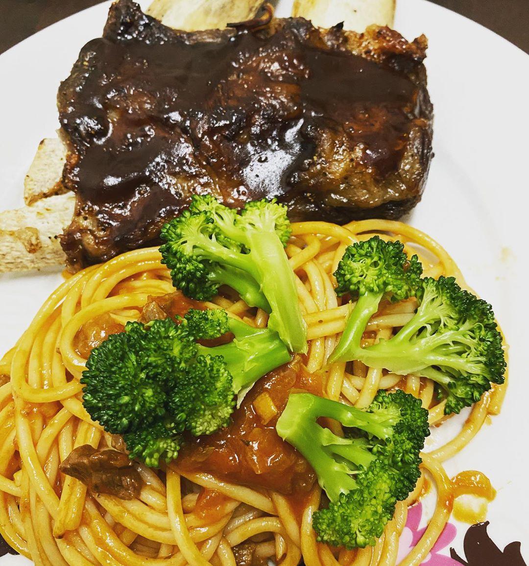 Menu berbuka Bbq beef ribs with spaghetti. Ayaq tangan cef Oliver dgn Gordon Ramsay. Bismillah… P…